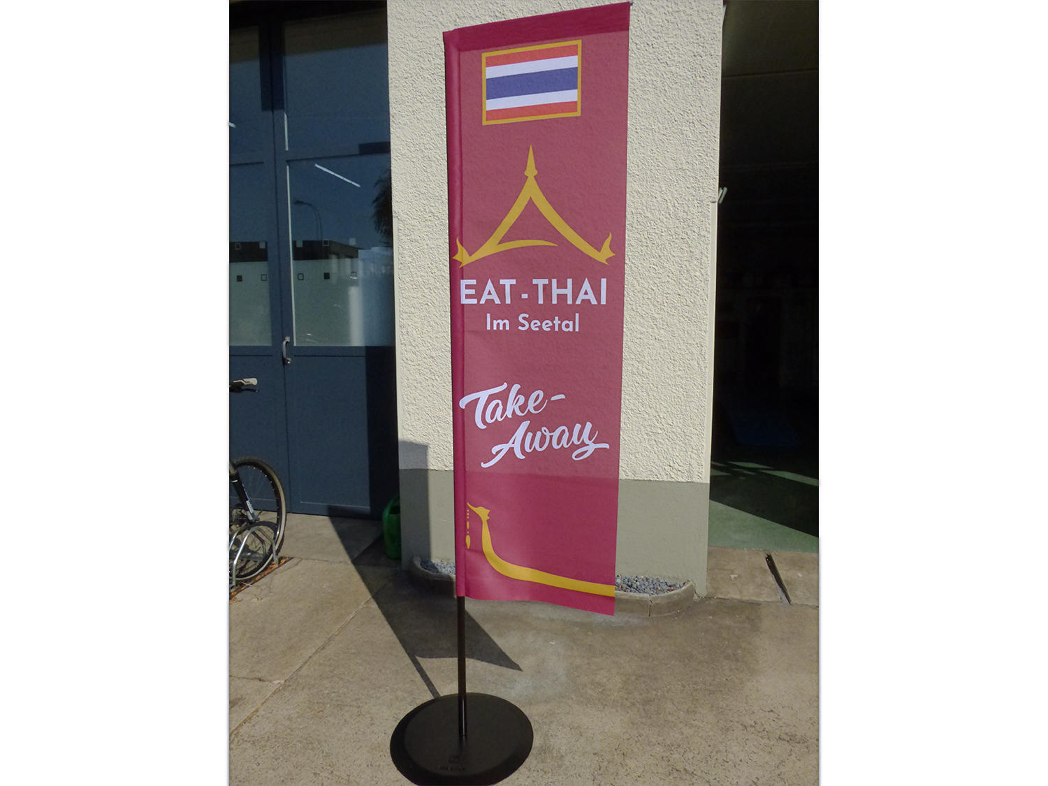 Eat Thai_Fahnensteller.jpg